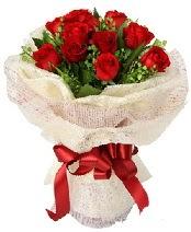 12 adet kırmızı gül buketi  Ankara çiçek siparişi sitesi