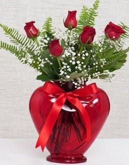 Kalp içerisinde 5 adet kırmızı gül  Ankaraya çiçek yolla