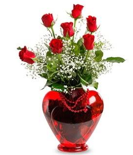 Kalp cam içinde 7 adet kırmızı gül  Ankara anneler günü çiçek yolla