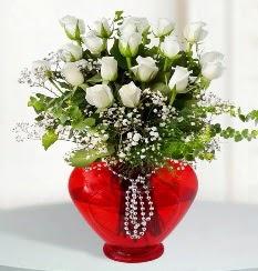 cam kalp içerisinde 12 adet beyaz gül  Ankara kaliteli taze ve ucuz çiçekler