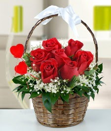 Sepet içerisinde 7 adet kırmızı gül  Ankara güvenli kaliteli hızlı çiçek