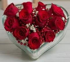 Kalp içerisinde 7 adet kırmızı gül  Ankaraya çiçek yolla