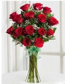 Cam vazo içerisinde 11 kırmızı gül vazosu  Ankara çiçek siparişi sitesi