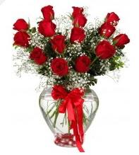 11 adet kırmızı gül cam kalpte  Ankara kaliteli taze ve ucuz çiçekler
