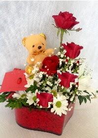 Mika kalp 5 Kırmızı gül ayıcık ve krizantem  Ankarada çiçek gönderme sitemiz güvenlidir