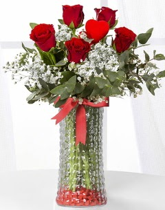 5 adet kırmızı gül kalp çubuk cam vazoda  Ankara İnternetten çiçek siparişi