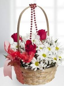 sepette 3 gül ve krizantem çiçekleri  Ankara çiçek , çiçekçi , çiçekçilik