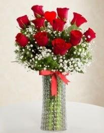 11 Adet kırmızı gül 1 adet kalp çubuk vazoda  Ankara 14 şubat sevgililer günü çiçek