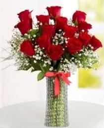 10 kırmızı gül cam vazo içerisinde  Ankara hediye çiçek yolla