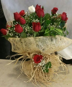 Kız isteme çiçeği 20 kırmızı 1 beyaz  Ankara anneler günü çiçek yolla