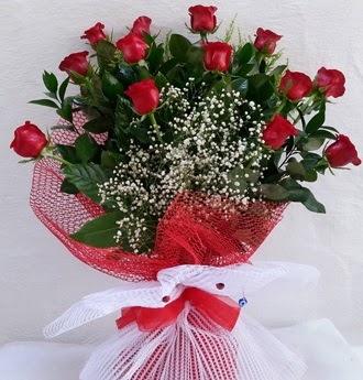 Kız isteme çiçeği buketi 13 adet kırmızı gül  Ankarada çiçek gönderme sitemiz güvenlidir