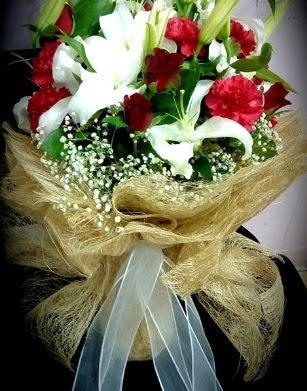Kız isteme buketi 11 gül 3 dal kazablanka  Ankaraya çiçek yolla
