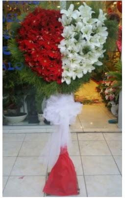 Özel üstü özel kalp çiçek tanzimi  Ankara İnternetten çiçek siparişi