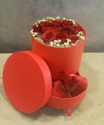 Çekmeceli kutu içerisinde çikolata ve güller  Ankara çiçek , çiçekçi , çiçekçilik