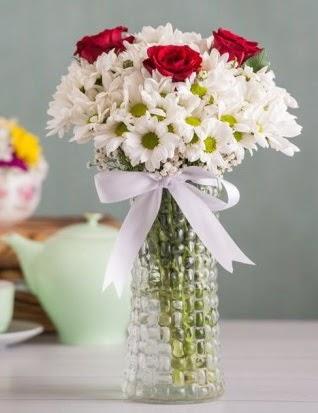 Papatya Ve Güllerin Uyumu camda  Ankara İnternetten çiçek siparişi