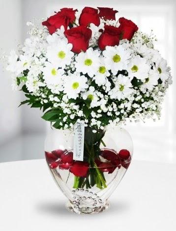 Kalp camda 7 gül kır çiçeği süper görsellik  Ankara çiçek gönderme
