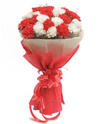 21 adet kırmızı beyaz karanfil buketi  Ankara çiçek , çiçekçi , çiçekçilik