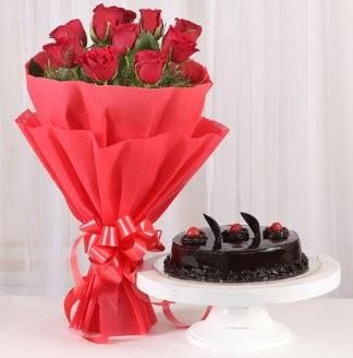 10 Adet kırmızı gül ve 4 kişilik yaş pasta  Ankara hediye sevgilime hediye çiçek
