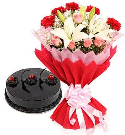 Karışık mevsim buketi ve 4 kişilik yaş pasta  Ankara 14 şubat sevgililer günü çiçek