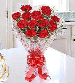 12 adet kırmızı karanfil buketi  Ankarada çiçek gönderme sitemiz güvenlidir