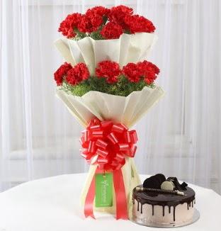 20 adet kırmızı karanfil buketi ve yaş pasta  Ankara İnternetten çiçek siparişi