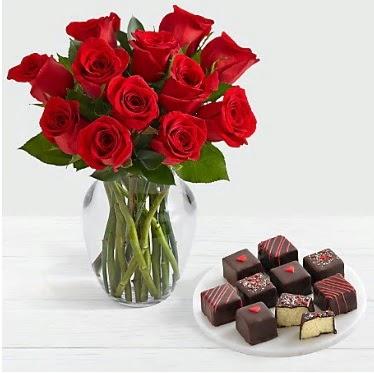 Cam vazoda 12 kırmızı gül el yapımı çikolata  Ankara İnternetten çiçek siparişi