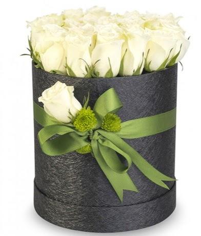 27 adet beyaz gülden görsel kutu çiçeği  Ankara çiçek online çiçek siparişi