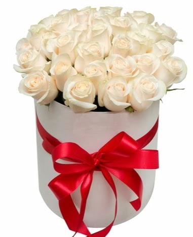 Kutuda özel 27 beyaz gül aranjmanı  Ankara yurtiçi ve yurtdışı çiçek siparişi
